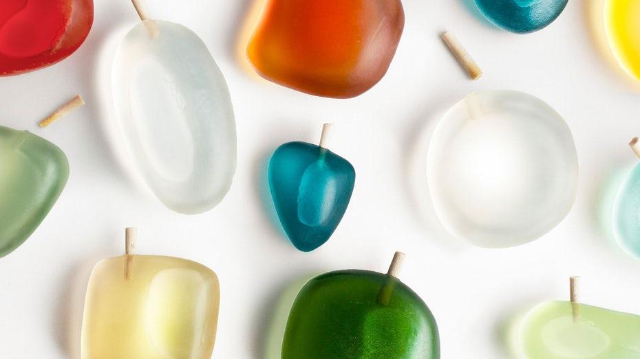 Packaging design trends 2020 example: Perfume bottle made of reused ocean plastic